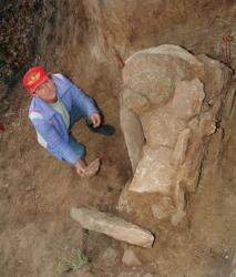 Pan-Bartoś,-rolnik,-który-znalazł-ceramikę-przy-grobie.